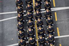 Défilé militaire célébrant le jour national de la Roumanie photographie stock