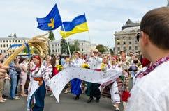 Défilé paisible des broderies ukrainiennes Images libres de droits