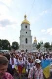 Défilé paisible des broderies ukrainiennes Photographie stock libre de droits