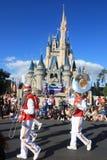 Défilez dans le château magique de royaume en monde de Disney à Orlando Photo stock
