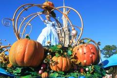 Défilez dans le château magique de royaume en monde de Disney à Orlando Photo libre de droits