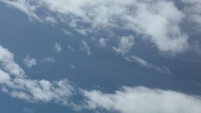 Définition élevée bleue de laps de temps de ciel nuageux d'été banque de vidéos