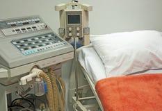 Déflecteur à côté d'un bâti d'hôpital Image libre de droits
