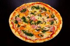 Dégagement délicieux de total de pizza image libre de droits