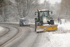 Dégagement de la neige d'hiver image stock