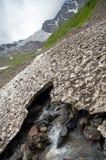 Dégel des glaciers en montagnes images libres de droits