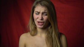 Dégoût sexy d'expositions de fille, mouvement lent banque de vidéos