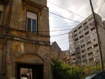 Dégradation d'architecture historique à Bucarest Images stock