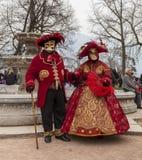 Déguisé couplez - le carnaval vénitien 2014 d'Annecy photo stock