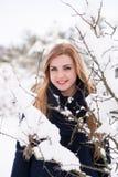Déjeme sonreír en este mundo del invierno Imagen de archivo