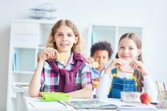 Déjeuner à l'école Images libres de droits