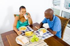 Déjeuner africain de couples Photographie stock libre de droits