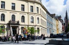 Déjeuner au café extérieur à Oslo Photos stock