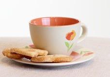 Déjeuner avec la boisson et les gâteaux Images stock