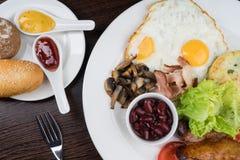 Déjeuner avec les oeufs sur le plat Image libre de droits