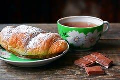 déjeuner Croissant avec le thé et le chocolade Image libre de droits