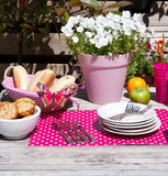 déjeuner dans le jardin d'été Photo stock
