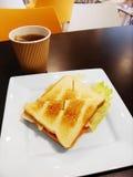 Déjeuner dans un cafétéria d'école Photographie stock