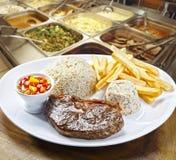 Déjeuner dans un restaurant image libre de droits