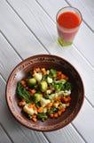 Déjeuner de Vegan avec le jus de tomates photographie stock