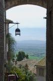 Déjeuner donnant sur la vallée d'Umbrian d'Assisi, Italie Photo libre de droits