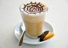 Déjeuner italien de cappuccino et de biscuit   photos libres de droits
