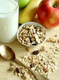 Déjeuner, pomme de muesli et glace de lait Photos libres de droits