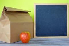 Déjeuner prêt avec le tableau noir vide Photos libres de droits