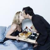 Déjeuner romantique dans le bâti Photo stock