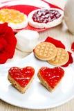 Déjeunez avec l'amour et les foyers rouges de la confiture Photo stock