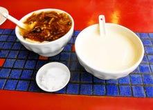 Déjeunez en Chine, le lait du soja et le beancurd savoureux Images stock