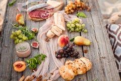 Délicieux sain et vin de Tableau de nourriture Image libre de droits