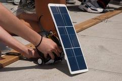 Démarrer-ligne réglages au véhicule solaire Images libres de droits
