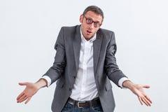 Démenti d'entreprise pour l'homme d'affaires perplexe faisant des excuses pour l'ignorance Photo stock
