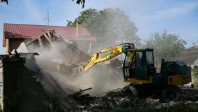 Démolition d'une vieille maison pour le nouveau projet clips vidéos