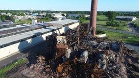 Démolition d'usine de bâtiment de vue aérienne banque de vidéos