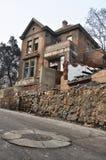 Démolition de bâtiment pour la nouvelle maison moderne photographie stock libre de droits