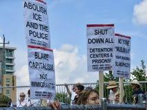 Démonstration contre des politiques sur l'immigration d'atout photos stock