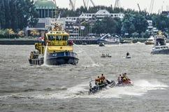 Démonstration d'équipes de secours aux jours de port du monde photographie stock libre de droits