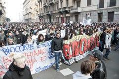 Démonstration d'étudiant à Milan le 14 décembre 2010 Photo stock