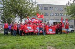 Démonstration des employés de Trigion pour un meilleur accord d'emploi collectif aux sièges sociaux de Trigion Amsterdam le Nethe photo libre de droits