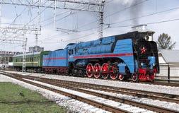 Démonstration des locomotives reconstituées de vintage à la célébration du jour des troupes ferroviaires de la Fédération de Russ Photo libre de droits