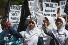 Démonstration des prix d'augmenter de mazout de rejet en Indonésie images stock
