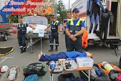 Démonstration du feu et de matériel de sauvetage au jour de ville à Volgograd photographie stock