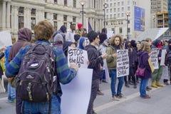Démonstration et protestation march à Philadelphie - à PHILADELPHIE - en PENNSYLVANIE - 6 avril 2017 Photographie stock libre de droits