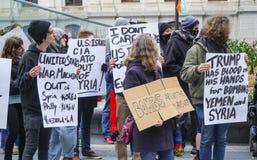 Démonstration et protestation march contre la guerre en Syrie - à PHILADELPHIE - en PENNSYLVANIE - 6 avril 2017 Photos stock