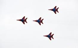 Démonstration militaire de vol sur la fête aérienne 2009 Photographie stock libre de droits