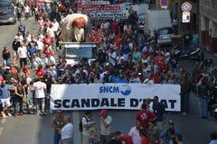 Démonstration par des employés de la société nationale Corse Méditerranée (SNCM) Photos libres de droits