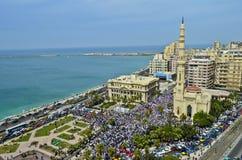 Démonstrations devant la mosquée   Images stock