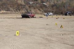Démontrez le marqueur et la voiture détruite brouillée avec le CCB de police images libres de droits